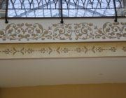 Нанесение орнамента на карнизы и элементы декора,фото