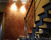 Акриловая декоративная штукатурка на лестнице,фото