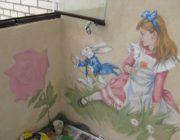 """Роспись стен на лоджии""""Алиса в стране чудес"""",фото"""