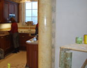 Бежевая венецианская штукатурка,на колоннах,фото